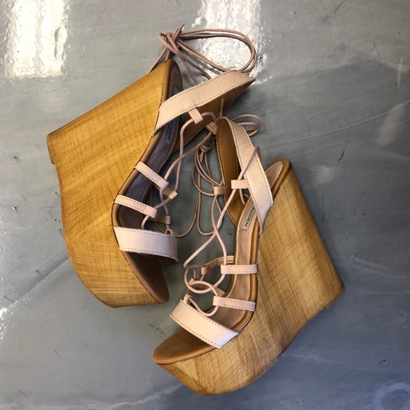 bff9822185c Steve Madden Lace Up Wedges. M 5aa44b1a8df4701ccaec2c9c